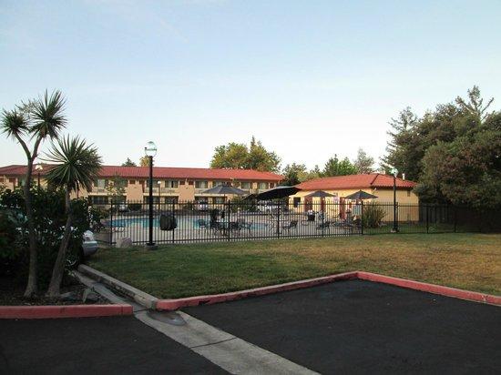 Sandman Hotel : Pool & Breakfast Room