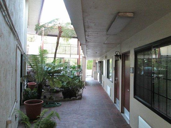 Sandman Hotel : Rm 142 Hallway