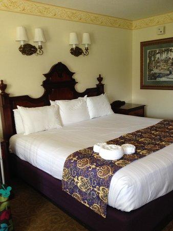 Disney's Port Orleans Resort - French Quarter : Corner King Bed Room in Building 3 on 2nd Floor