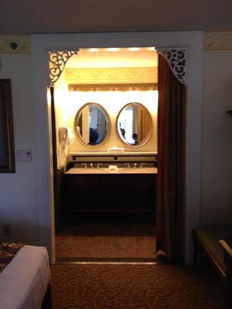 Disney's Port Orleans Resort - French Quarter : Bathroom Entry in King Bed Room