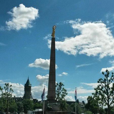 Monument de la Solidarite Nationale (Monument to National Unity) : μνημείο