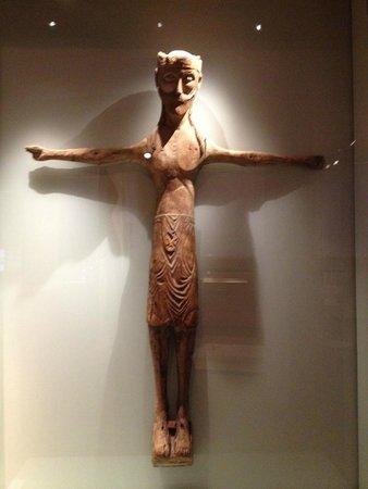 Isländisches Nationalmuseum: 11th century Cross showing warrior motifs