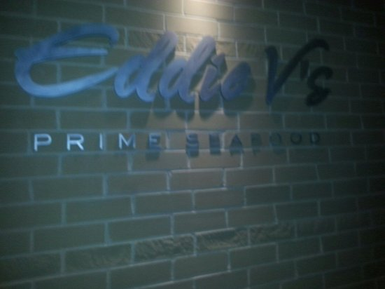 Eddie V's Prime Seafood: A beautiful morndern restaurant