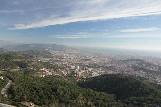 Tibidabo: Вид на Барселону с высоты верхней площадки