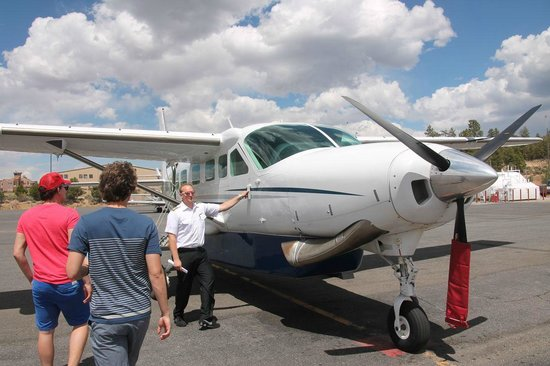Grand Canyon Scenic Airlines: Pilot and plane