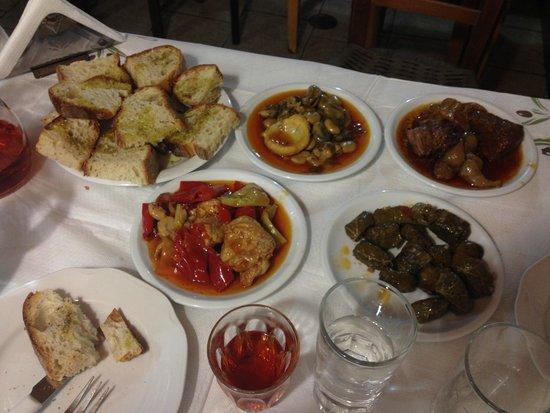 Pazinos Village Studios: dinner at local restaurant in Pazinos village