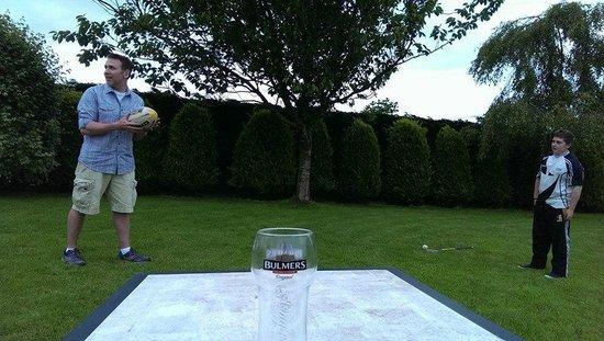 Glenraha Farmhouse B&B: Learning to throw a rugby ball...