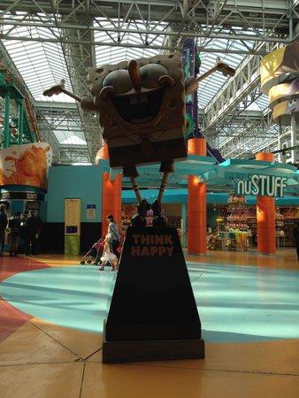 Sponge Bob Square Pants Statue - Picture of Nickelodeon