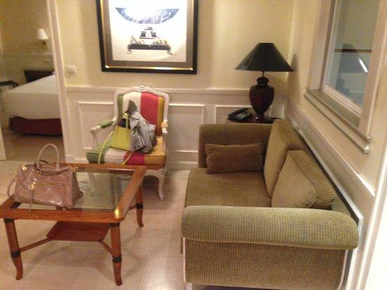 Apartamentos Guadalpin Boutique: Salon
