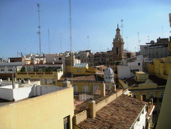Catalonia Excelsior: вид с террасы последнего этажа