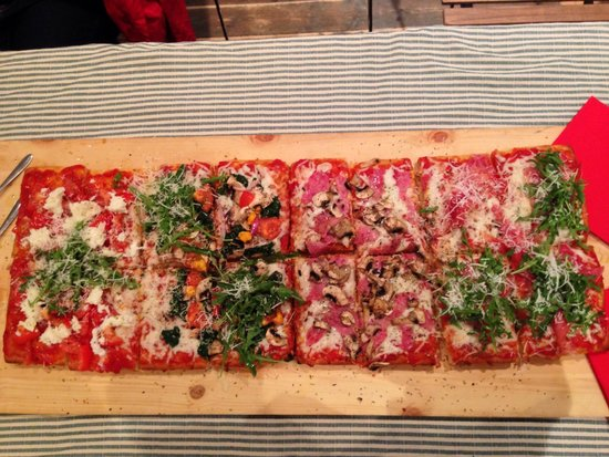 Mamma Pizza : Focaccia pizza for 4-6 with four different pizza flavors on one pie - it was great