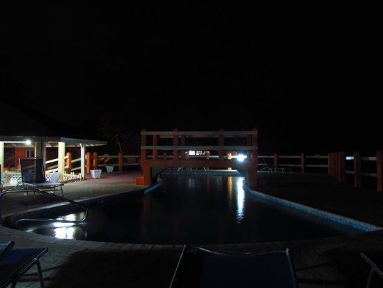 Seagrape Plantation Resort: Pool area at night. No off limit hours!