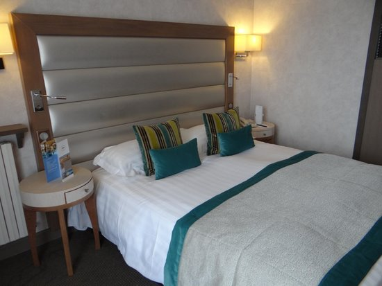 "Le Grand Hotel des Thermes Marins de St-Malo : chambre ""transat Emeraude"""