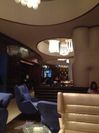 Renaissance New York Times Square Hotel : Lobby/Bar