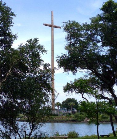 St. Augustine Gold Tours: huge cross where Spaniards first landed