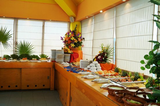 Solymar Cancun Beach Resort: SERVICIO BUFFETE RESTAURANTE LA ISLA