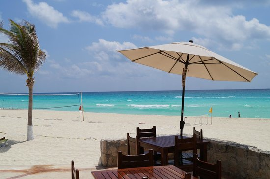 Solymar Cancun Beach Resort: BEACH BAR