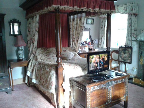 Elton Guest House: Lovely 4 poster bed