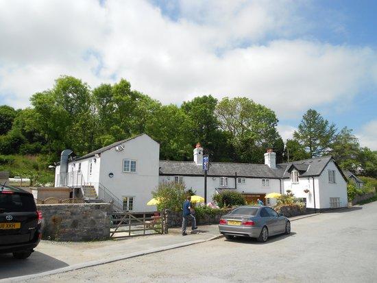 Glan Yr Afon Inn
