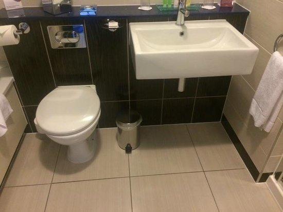 Crowne Plaza Dublin - Blanchardstown: Large modern bathroom