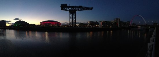 Premier Inn Glasgow Pacific Quay (SECC) Hotel: Evening view of Clyde