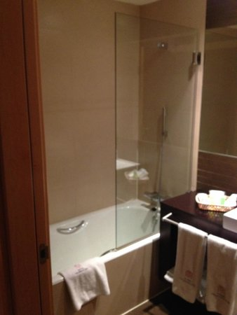 Sercotel Portales Hotel: Baño otra vista mas