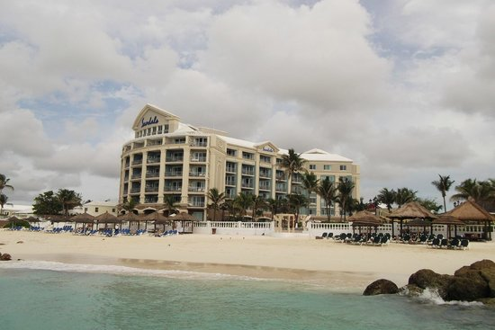 Sandals Royal Bahamian Spa Resort & Offshore Island: hotel view from pier