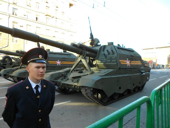 Russian Tour Guide, LLC- Day Tours: Tanks line Traveskya on Victory Day