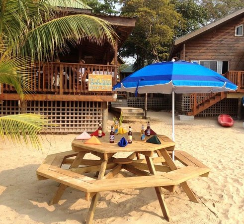 Blue Bahia Beach Grill: Dining on the Beach