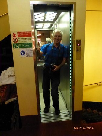 Hotel Berna: Very small elevator!!!  But it worked wonderfully.