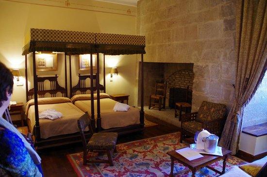 Parador de Olite: royal room Carlos III El Noble