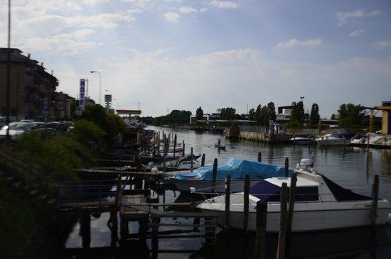 Hotel San Giuliano: önünde bulunan  liman