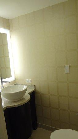 Golden Nugget: Half bathroom