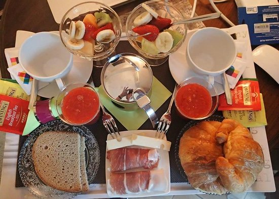 Althea Inn: Breakfast on the Terrace! Yum!