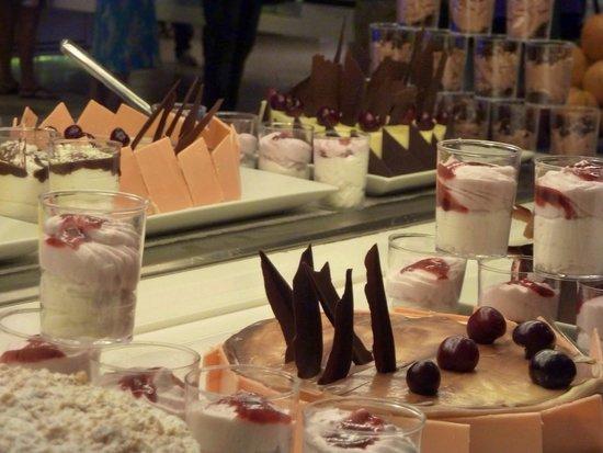 Royal Kenz Hotel Thalasso & Spa: Sweet selection at dinner