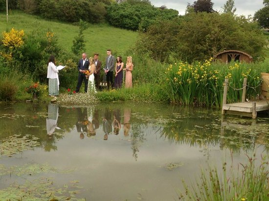 Roulotte Retreat: An elopement by the pond