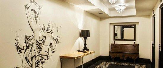 Hotel Valencia - Santana Row: Foyer near lobby