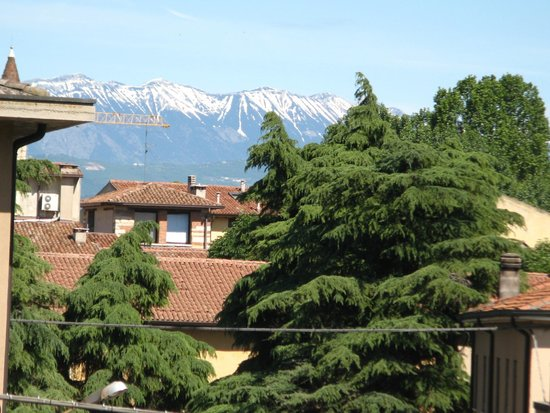 Hotel Scalzi: Distant mountains from our other window