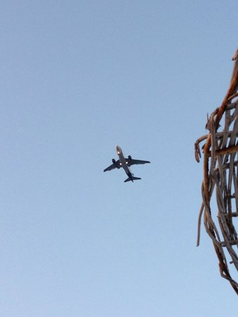 Dodeca Sea Resort by Forum Hotels: Airplanes goes pretty close