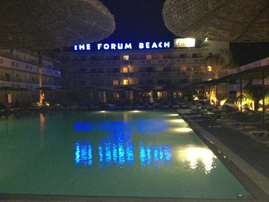 Dodeca Sea Resort by Forum Hotels: Pool area by night