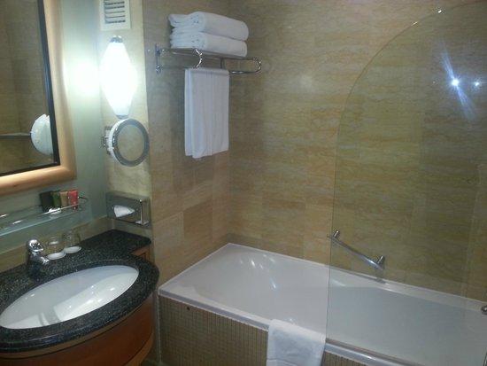 Movenpick Hotel Doha: Room