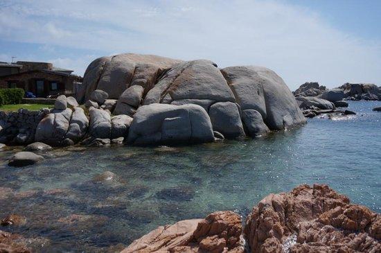 Hotel & Spa des Pecheurs : La plage à côté de la piscine