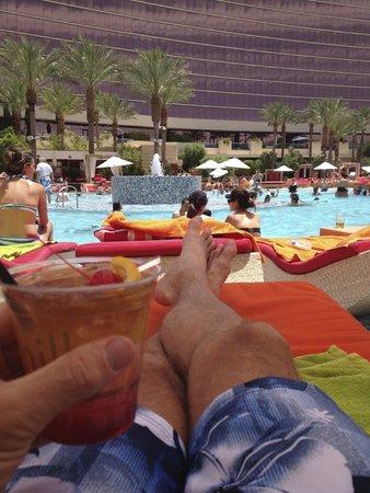Red Rock Casino Resort & Spa: Mai Tai at the pool