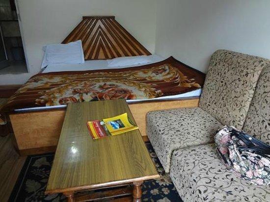 Elphinstone Hotel: room