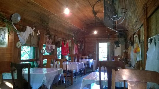 Whiteley Creek Homestead: Breakfast is served!
