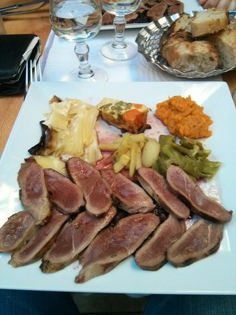 jacquou le croquant: Duck with red fruit sauce