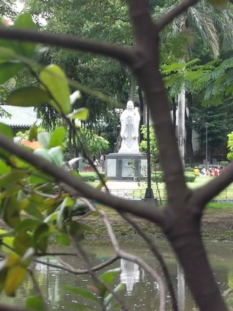 Rizal Park: Chinese Garden, The Master