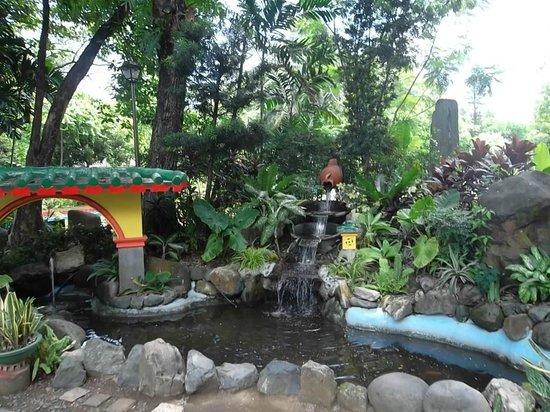 Rizal Park: Chinese Garden, entrance