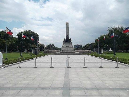 Rizal Park: main monument