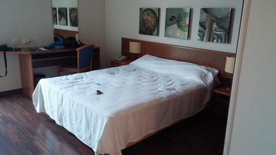 Hotel Quality Reus: hola!!! nos alojamos en este hotel, porque vinimos de paso, y la verdad, que esta bien, habitaci